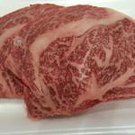 羽曳野市の肉市の大行列に並んで買った「ロースステーキ」